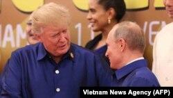 Трамп и Путин на саммите во Вьетнаме, 10 ноября 2017 года