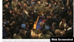 Son Qarbağ döyüşündən sonra bir Ermənistan əsgərinin Yerevanda dəfni