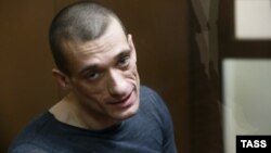Петр Павленский в зале суда