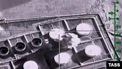 تصویری برگرفته از ویدئوی نیروهای هوایی روسیه در پی حمله به تاسیساتی که از آن به عنوان تاسیسات نفتی تحت کنترل داعش نام برده شده است