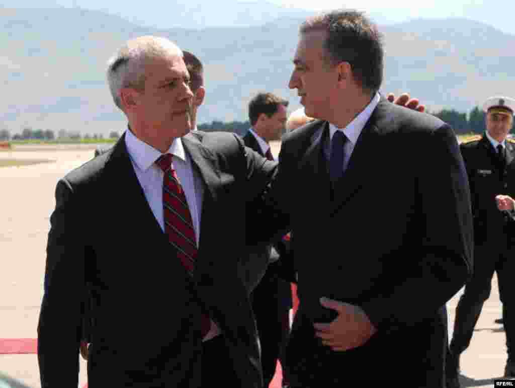 Predsjednik Crne Gore Filip Vujanović dočekao je predsjednika Srbije Borisa Tadića na aerodromu - Foto: Savo Prelević