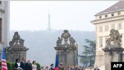 Визит Барака Обамы в Прагу начался
