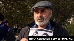Муртазали Гасангусенов на пикете