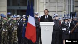 Փարիզ - Ֆրանսուա Օլանդը ամանորյա ուղերձով դիմում է ահաբեկչության դեմ պայքարող անվտանգության ուժերին, 7-ը հունվարի, 2015թ․