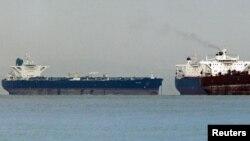 Мұнай танкері. Көрнекі сурет.