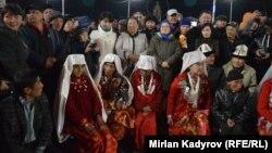 Норинга кўчириб келинган помирлик қирғизлар. 2017 йилда олинган сурат.
