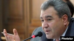 Armenia -- Ishkhan Zakarian, chairman of the parliament's Audit Chamber, at a news conference, 5Nov2010.