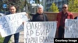 Эсенбай Мажитовду колдогон жарандар ТИМдин алдында чогулушту