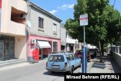 """Za opremanje preduzeća Mostar parking"""" d.o.o., Svjetska banka je odobrila kredit od četiri miliona američkih dolara. Vlasti su tada najavljivale zapošljavanje 120 ljudi (na fotografiji jedna od ulica u Mostaru obilježena za plaćanje parkinga)"""