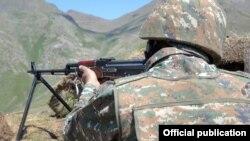 Военнослужащий ВС Армении (архив)