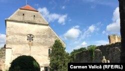 Abaţia cisterciană de la Cârţa, din județul Sibiu, a fost fondată la începutul secolului al XIII-lea de călugării cistercieni, originari din Franța.