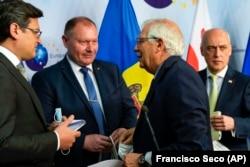 Șeful diplomației europene Josep Borrell, împreună cu ministrul de externe ucrainean Dmitri Kuleba, ministrul de externe al R. Moldova, Aureliu Ciocoi, și ministrul de externe georgian Davit Zalkaliani, Bruxelles, 24 iunie 2021.