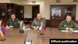Armenia - General Alexander Dvornikov (C), commander of Russia's Southern Military District, meets with Armenian Defense Minister Vagharshak Harutiunian, Yerevan, May 14, 2021.