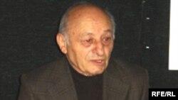 """Ömər Eldarov """"Azadlıq"""" radiosunun Bakı Bürosunda, 20 aprel 2006"""