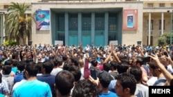 معترضین در بازار تهران
