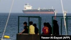 نفتکش کویتی در نزدیکی آبهای این کشور در سال فحیحیل
