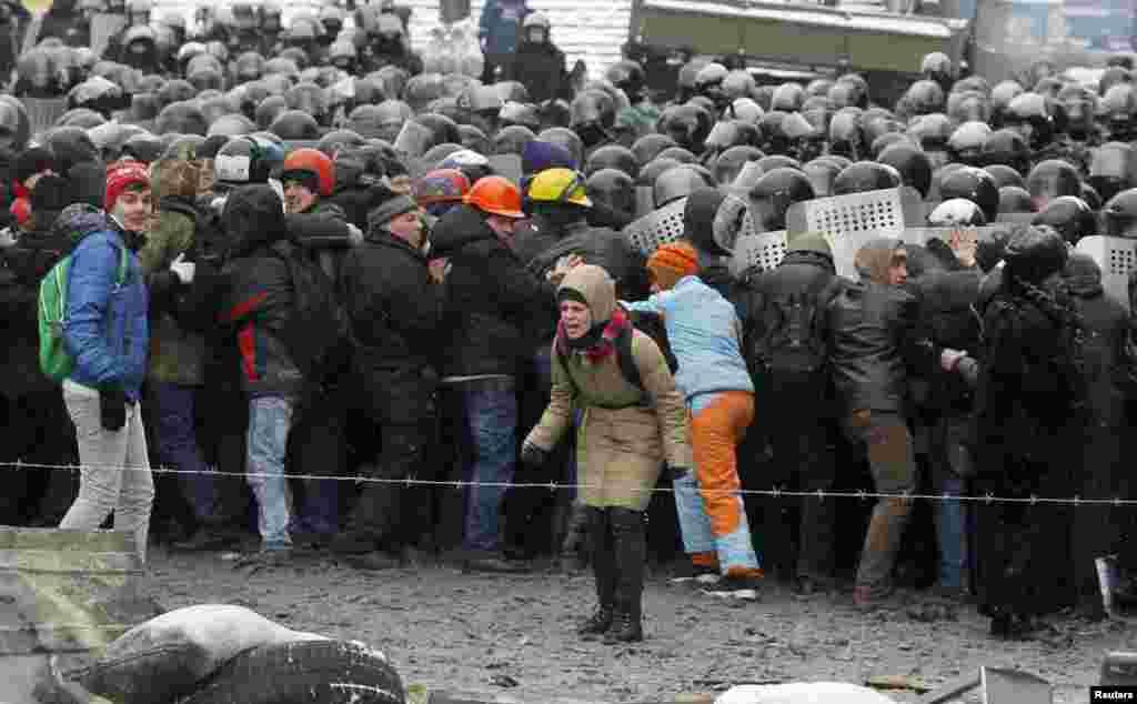 22 січня. На Майдані від вогнепального поранення загинуло двоє людей. Пізніше з'ясувалося, що загиблі – Сергій Нігоян та Михайло Жизневський.