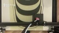 Profesori prodhon maska me printer 3D në luftën kundër koronavirusit