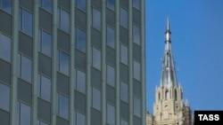 Первыми жилыми небоскребами в Москве, напоминают архитекторы, были сталинские высоки