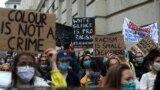 """""""Black Lives Matter"""", fotografie făcută la protestul din Viena, lângă ambasada SUA"""