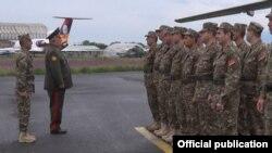 ԶՈւ գլխավոր շտաբի պետ Յուրի Խաչատուրովը ճանապարհում է հայ զինծառայողներին, 14-ը մայիսի, 2015թ․