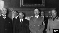 Слева направо: Невилл Чемберлен, Эдуар Даладье, Адольф Гитлер, Бенито Муссолини. Мюнхен, 30 сентября 1938 года