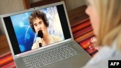 Благодаря интернету, Сьюзан Бойл стала звездой.