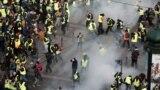 Protestatari cu veste galbene pe Champs-Elysees, 8 decembrie 2018