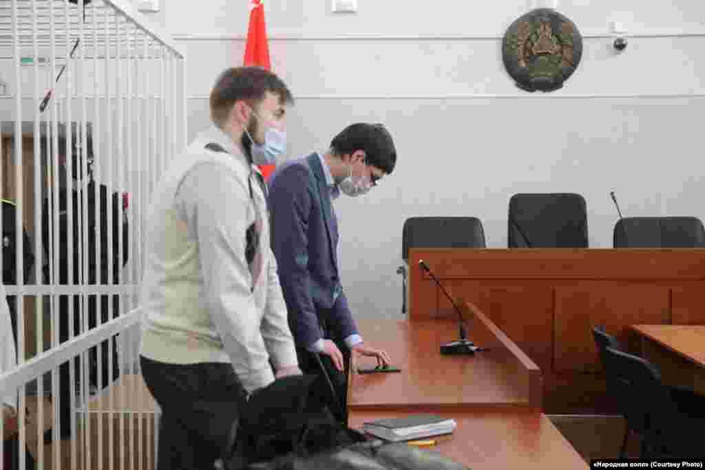 Адвакаты журналістак Сяргей Зікрацкі (справа) і Аляксандар Хаецкі сказалі, што ў судзе абвінавачаньне не прывяло ніводнага доказу віны падсудных