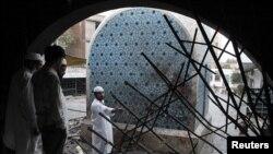 Суфилердин күмбөзү кол салуудан кийин, Лахор, 2-июл 2010-жыл