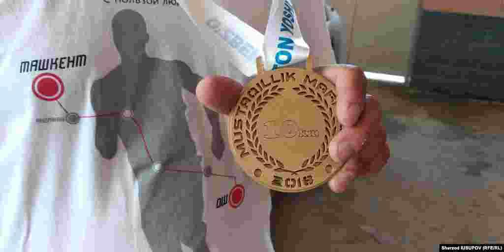 Тошкент марафонида олинган медаль.