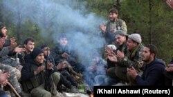 Түркияга Африн операциясында ал колдогон Эркин Сирия армиясынын согушкерлери колдоо көргөзүүдө. 30-январь, 2018-жыл.