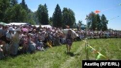 Әгерҗе районы Тирсә авылыннан килгән Гөлчәчәк Хәмитова беренче булып мәйданны әйләнеп килде