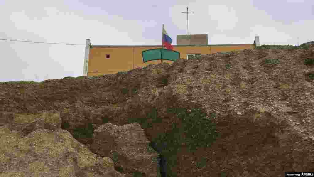 Державний символ Росії сповзає вниз