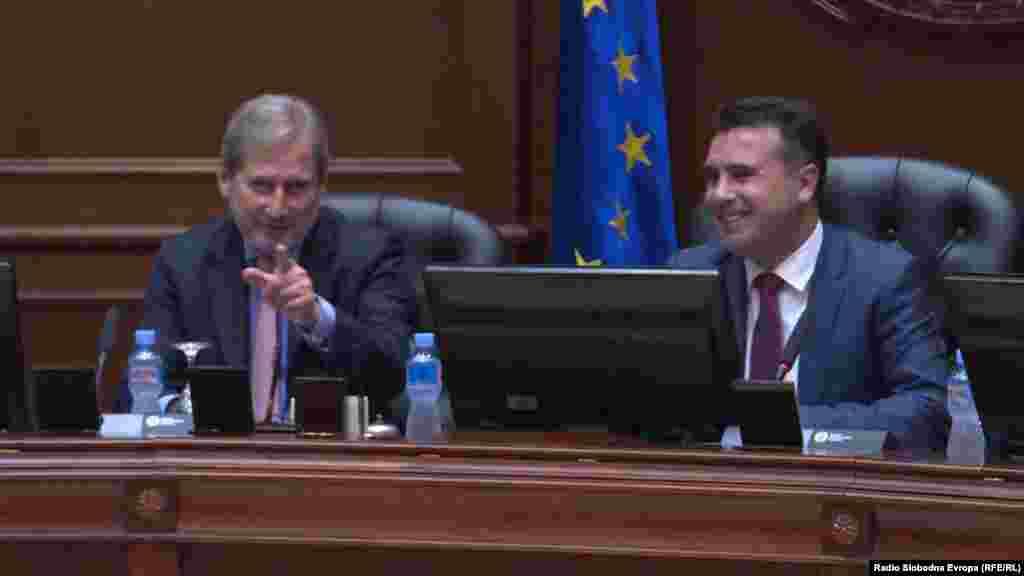 БЕЛГИЈА / МАКЕДОНИЈА - Еврокомесарот за проширување и соседска политика Јоханес Хан изрази увереност дека Европската комисија кон крајот на мај ќе препорача отворање на преговорите со Северна Македонија и со Албанија.
