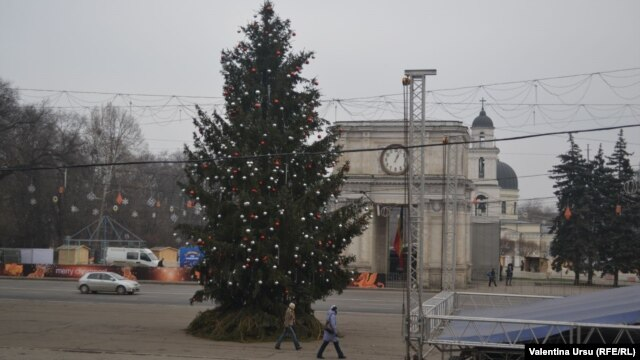 The bill was filed by Liberal deputy Valeriu Munteanu, who said that a growing number of Moldovans preferred to celebrate Christmas according to the Western calendar.