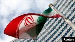 БҰҰ штаб-пәтерінің алдына тігілген Иран туы. (Көрнекі сурет)