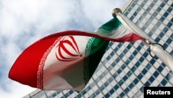 Прапор Ірану перед будівлею ООН у Відні, де працює МАГАТЕ