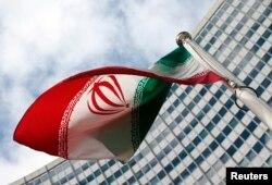 پرچم ایران در محوطه بیرونی آژانس بینالمللی انرژی اتمی