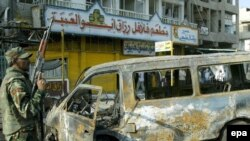 По мнению экспертов, Буш сделает выбор в пользу ускоренного обучения иракских сил безопасности. Иракская полиция на месте теракта в восточном Багдаде