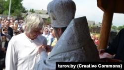 Царкоўнае ўганараваньне мэцэната Пефціева, фота turov.by