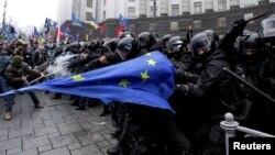 Сутичка демонстрантів і міліції сьогодні під Кабміном