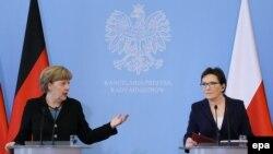 Канцлер Німеччини Ангела Меркель (Л) і прем'єр-міністр Польщі Ева Копач