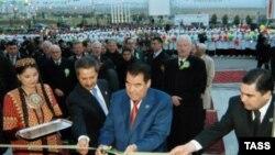 «Золотой век Туркменбаши». Ниязов открывает медицинский центр в Ашхабаде
