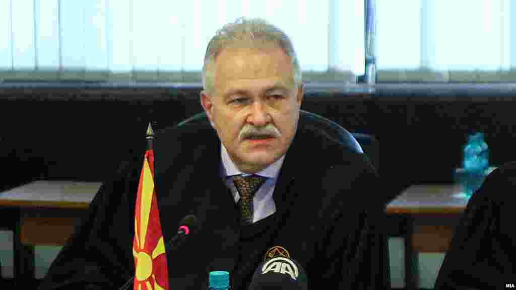МАКЕДОНИЈА - Судскиот совет го разреши претседателот на Врховниот суд, Јово Вангеловски, од функцијата. Одлуката за разрешување од позицијата во највисокиот суд и судија во Врховниот суд е поради нестручно и несовесно постапување, соопшти Судскиот совет.