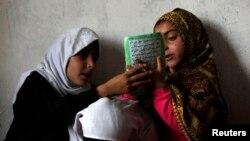 Судьба некоторых афганских детей во многом зависит от того, какими законами руководствуются по жизни их родители — светскими или законами шариата.