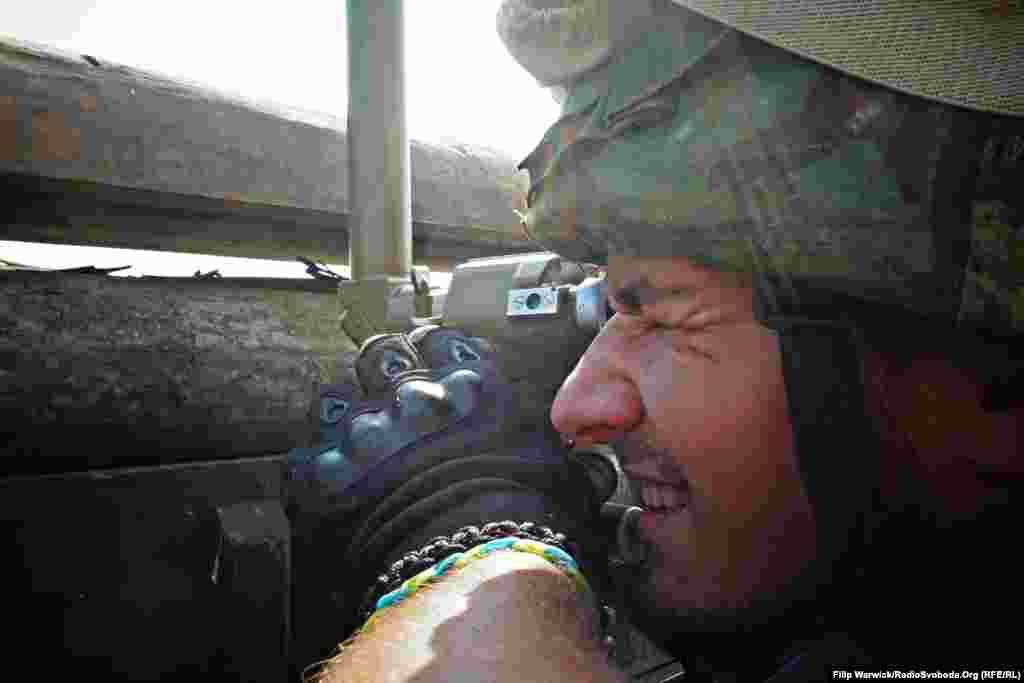 «Пітбуль» спостерігає за лінією фронту, перевіряючи ймовірну активність зі сторони противника