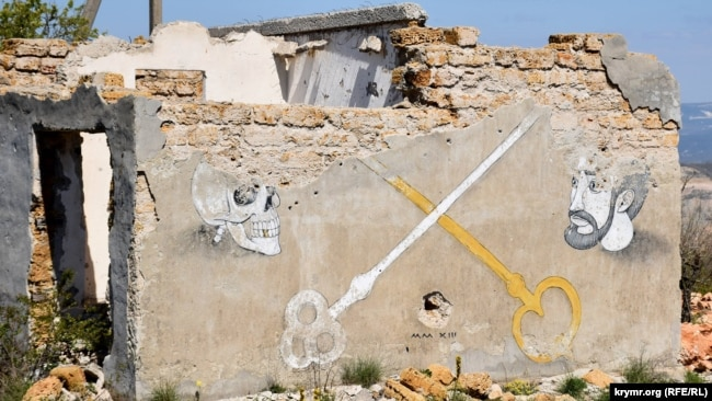 Граффити на одной вспомогательных построек