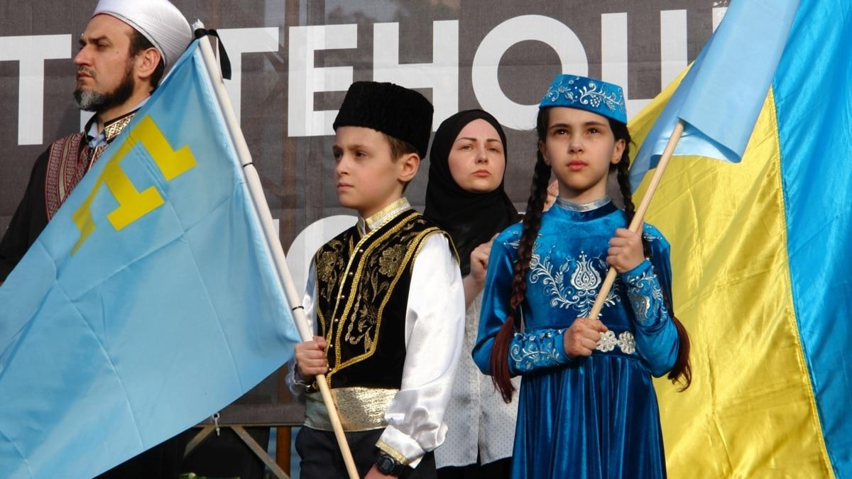 Возле зданий областных центров Украины предлагают 26 июня поднять крымскотатарские флаги