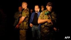 «Прем'єр» угруповання «ДНР» Олександр Бородай (в центрі), 17 липня 2014 року
